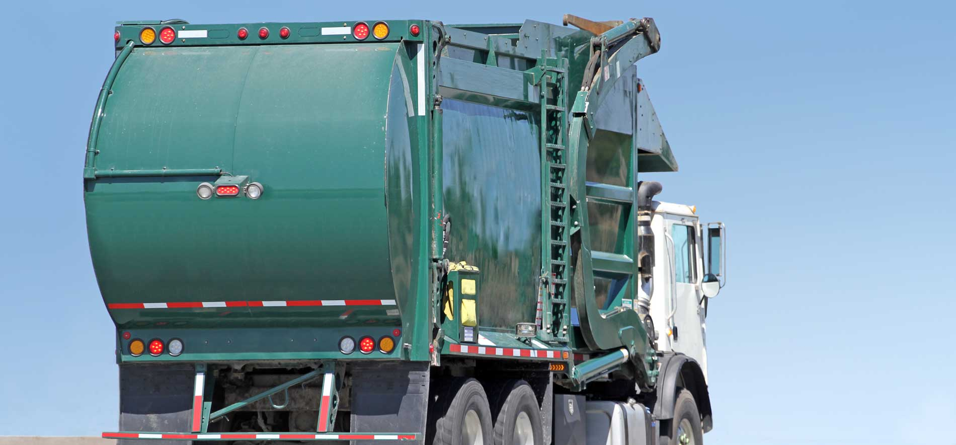 Refuse Truck on-board scales work on all refuse vehicle types and optimize routes.